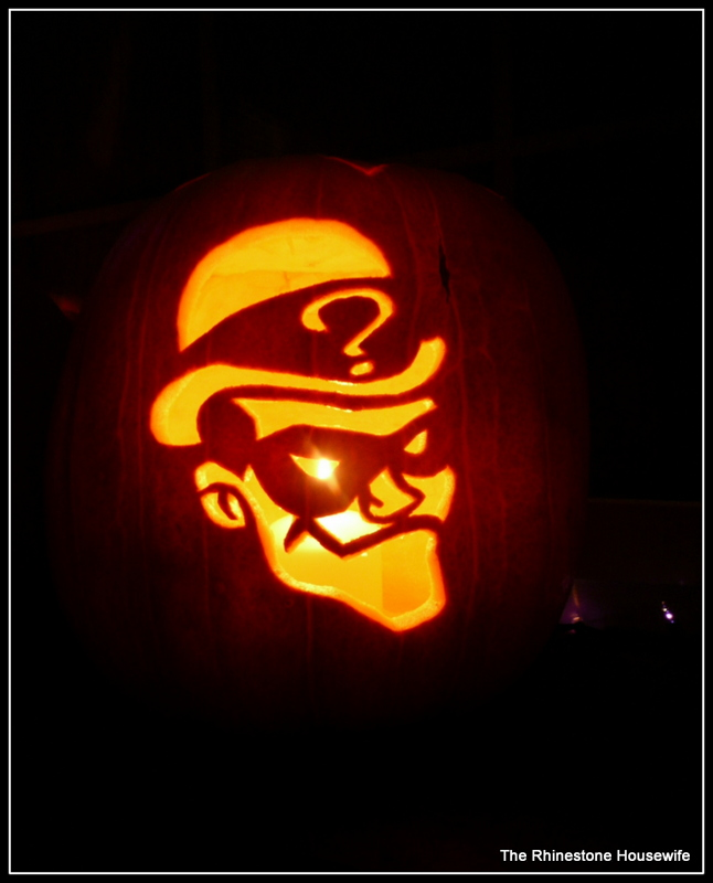 Halloween jack o lantern carves the